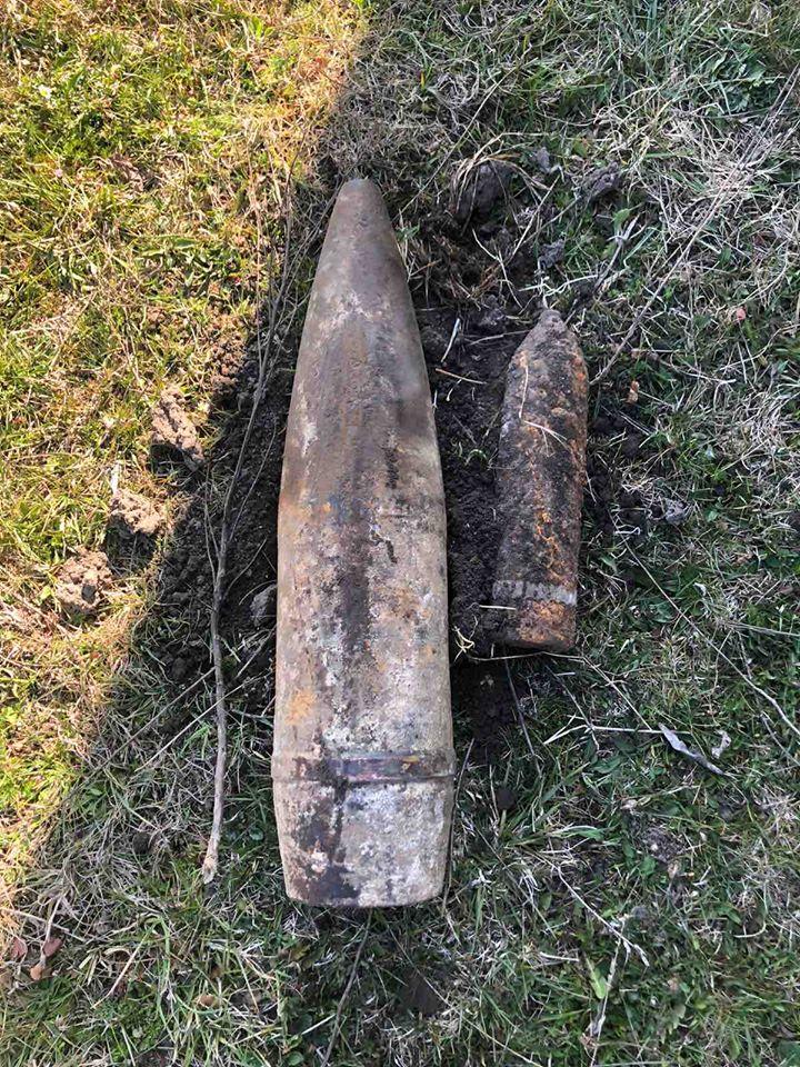Новини Сокальщини: У селі Завишні виявили артилерійський снаряд часів ІІ Світової війни
