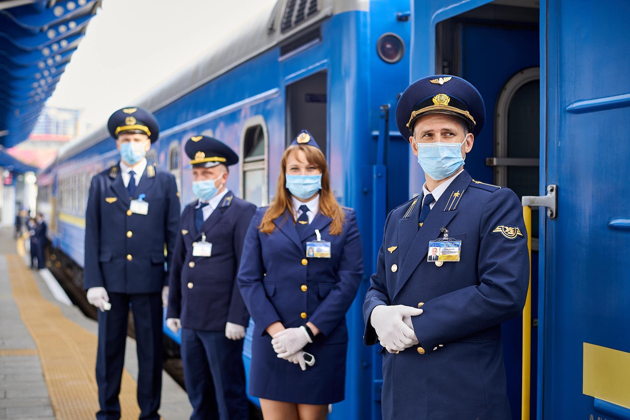 Відновлення залізничного руху в українських поїздах: без напоїв та кондитерських виробів, а окріп надаватиметься у власний посуд пасажира