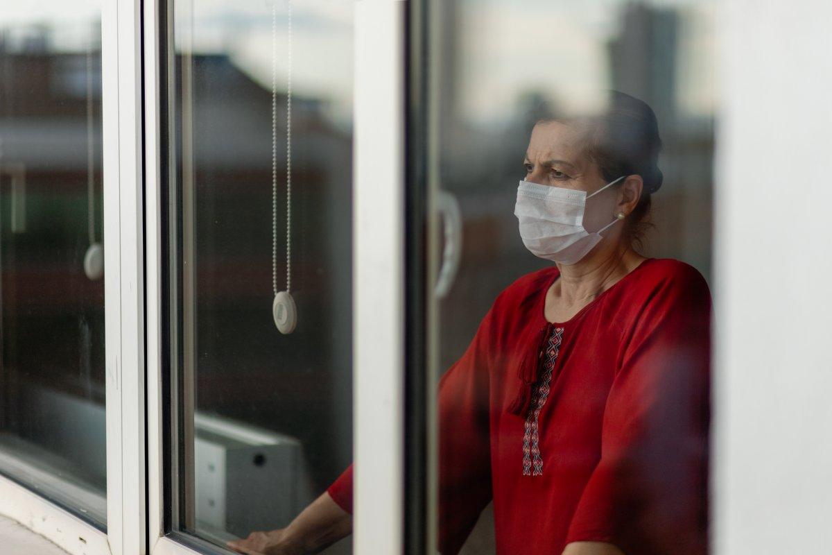 Українцям, які перебувають на самоізоляції від COVID-19, виплачуватимуть лікарняні
