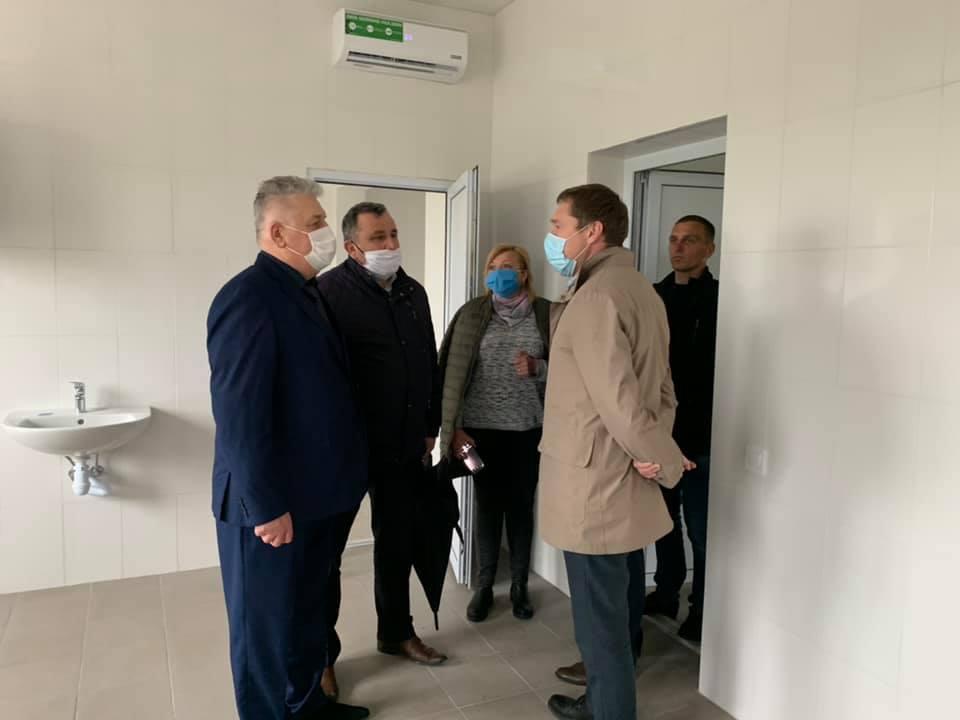 Сокальщину перевірять також? Голова Львівської ОДА ознайомився із процесом будівництва амбулаторії у селі Волиця