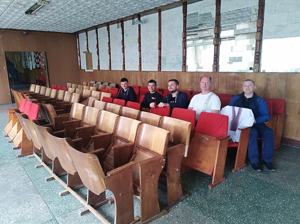 Поторицькому народному дому спонсори подарували крісла в актовий зал