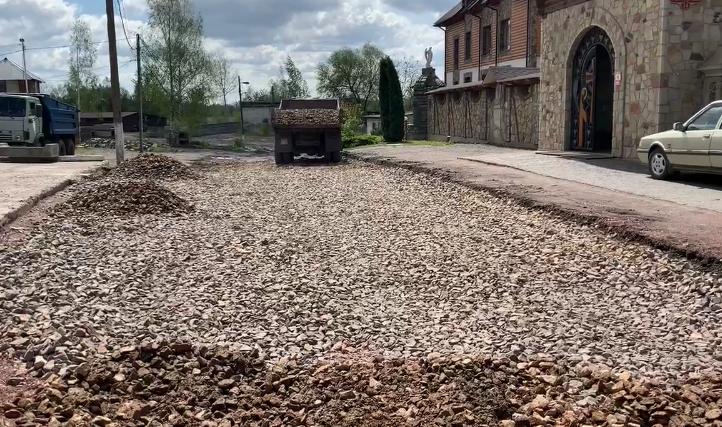 В Червонограді залатають ями на дорозі по вул. Героїв Майдану