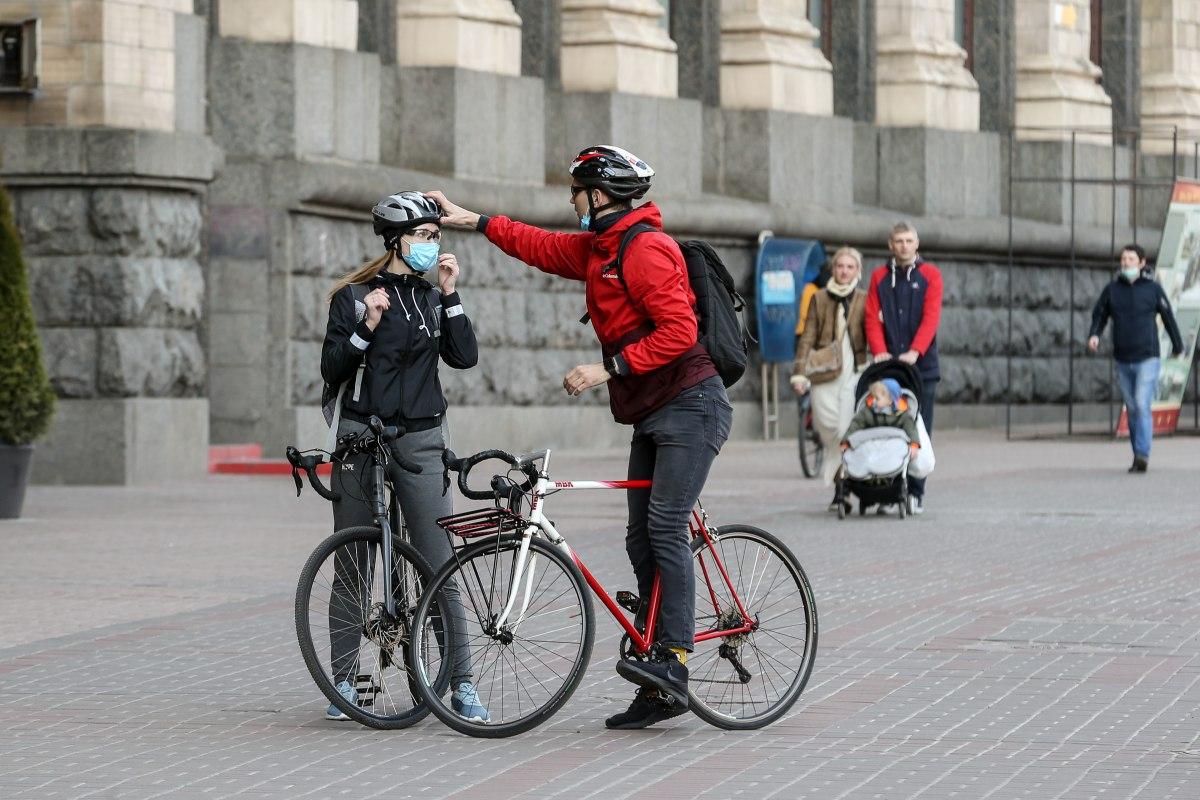 На велосипеді, а не автобусом – карантин на Львівщині знову продовжили