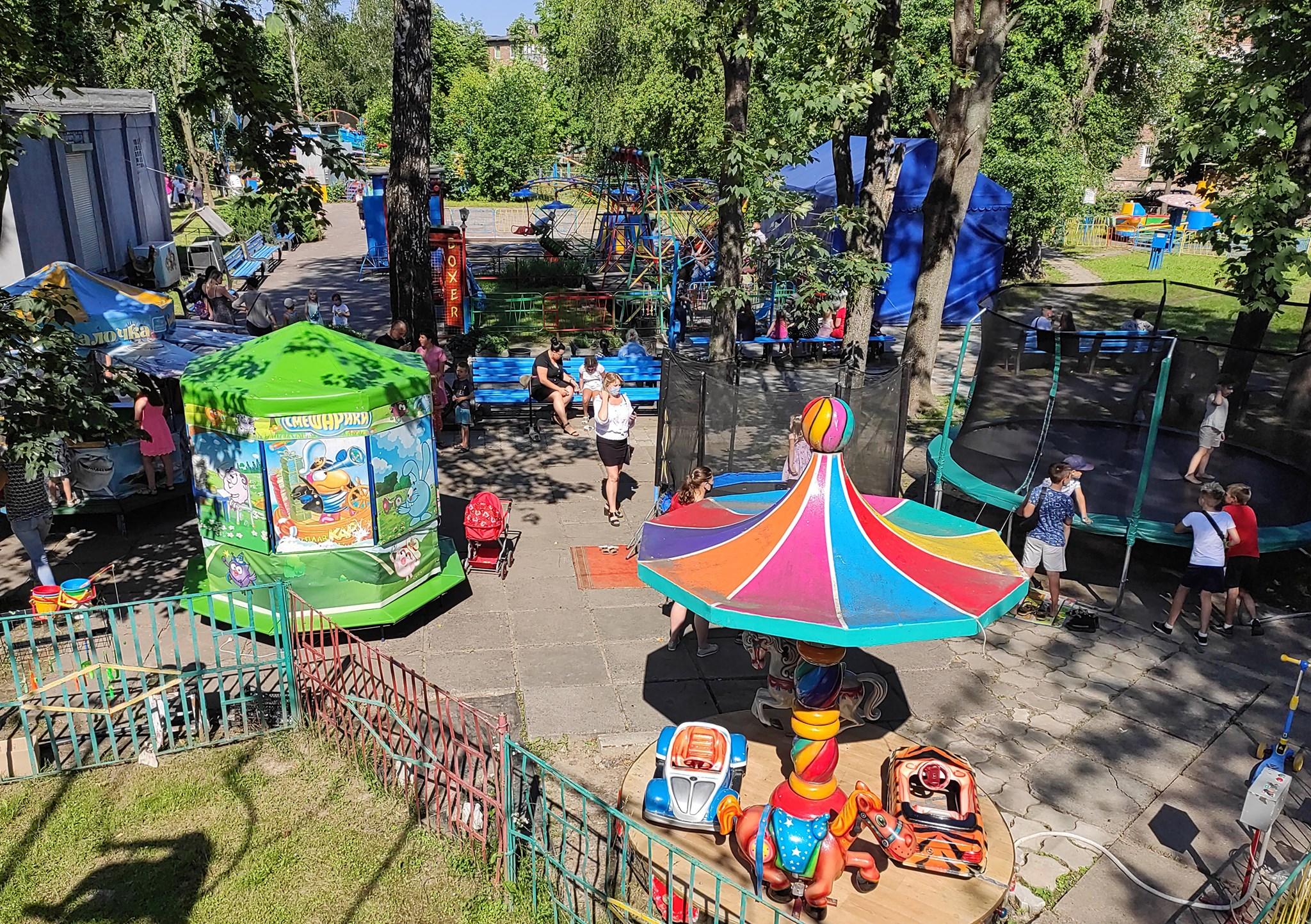 У червоноградському парку культури та відпочинку запрацювали каруселі