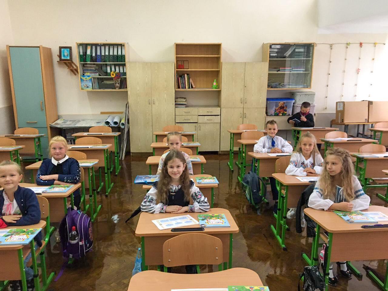 Шкільний дзвоник з карантинними обмеженнями: як школи Червонограда зустрічали учнів