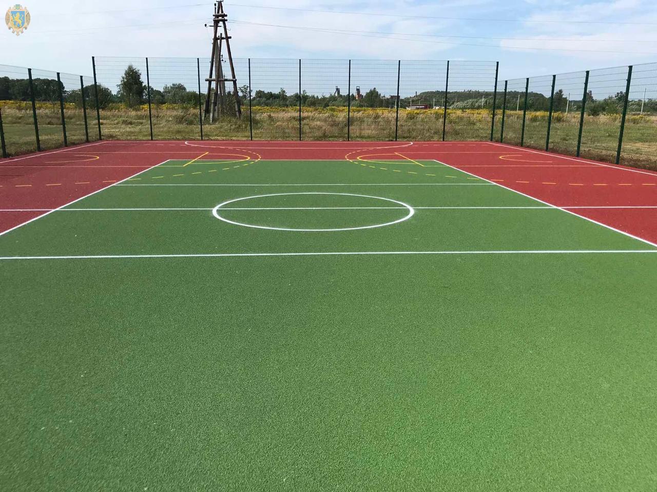 У селі Сілець на Сокальщині збудували сучасний спортивний майданчик