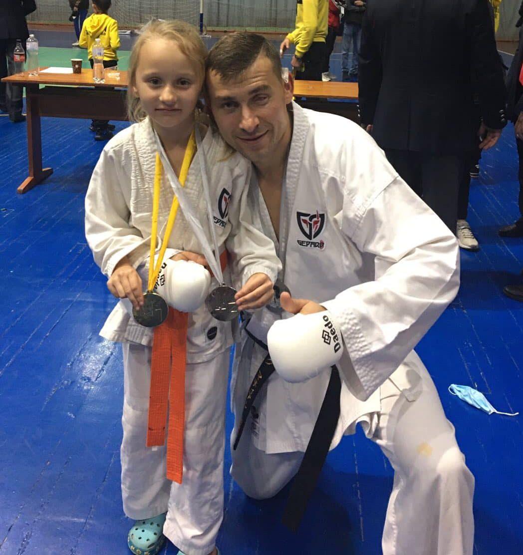 Не танцюристка, а каратистка – другокласниця з Реклинця стала чемпіонкою України