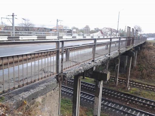 Мешканець Сокальщини  намагався  вкоротити собі віку, стрибнувши з моста на залізничну колію