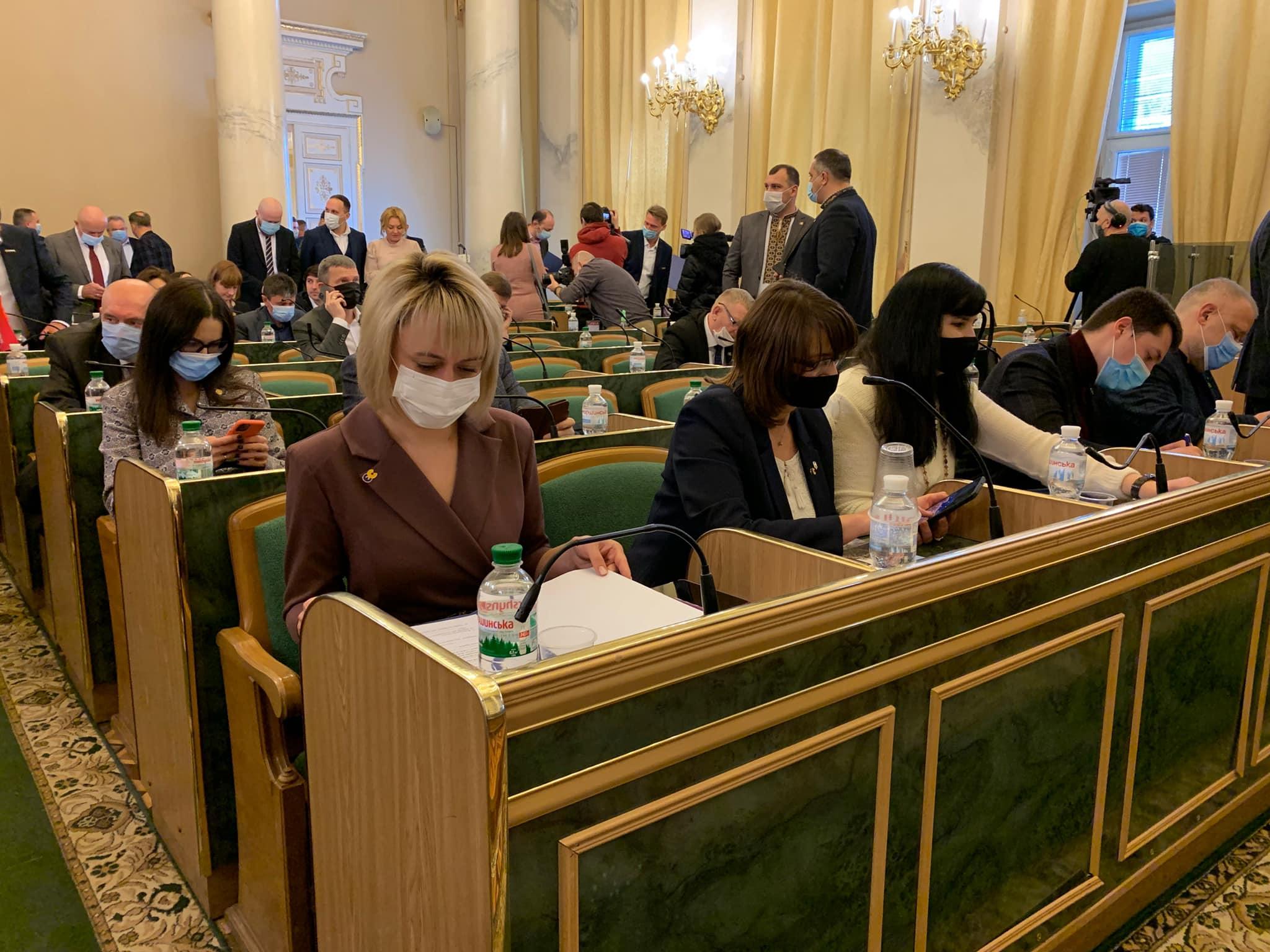 Склали присягу, обрали голову і заступників – як пройшла перша сесія Львівської обласної ради VІІІ скликання
