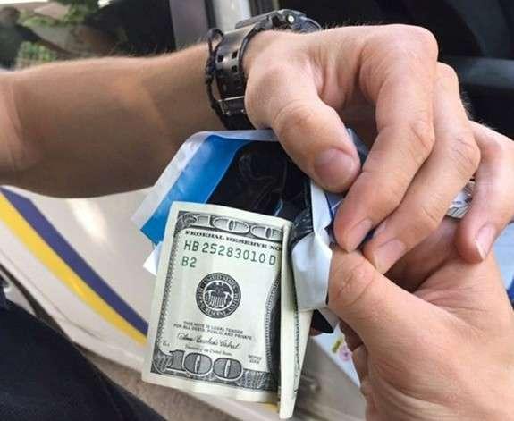 У Червонограді нетверезий водій намагався дати хабара поліцейським – відкрито кримінальне провадження