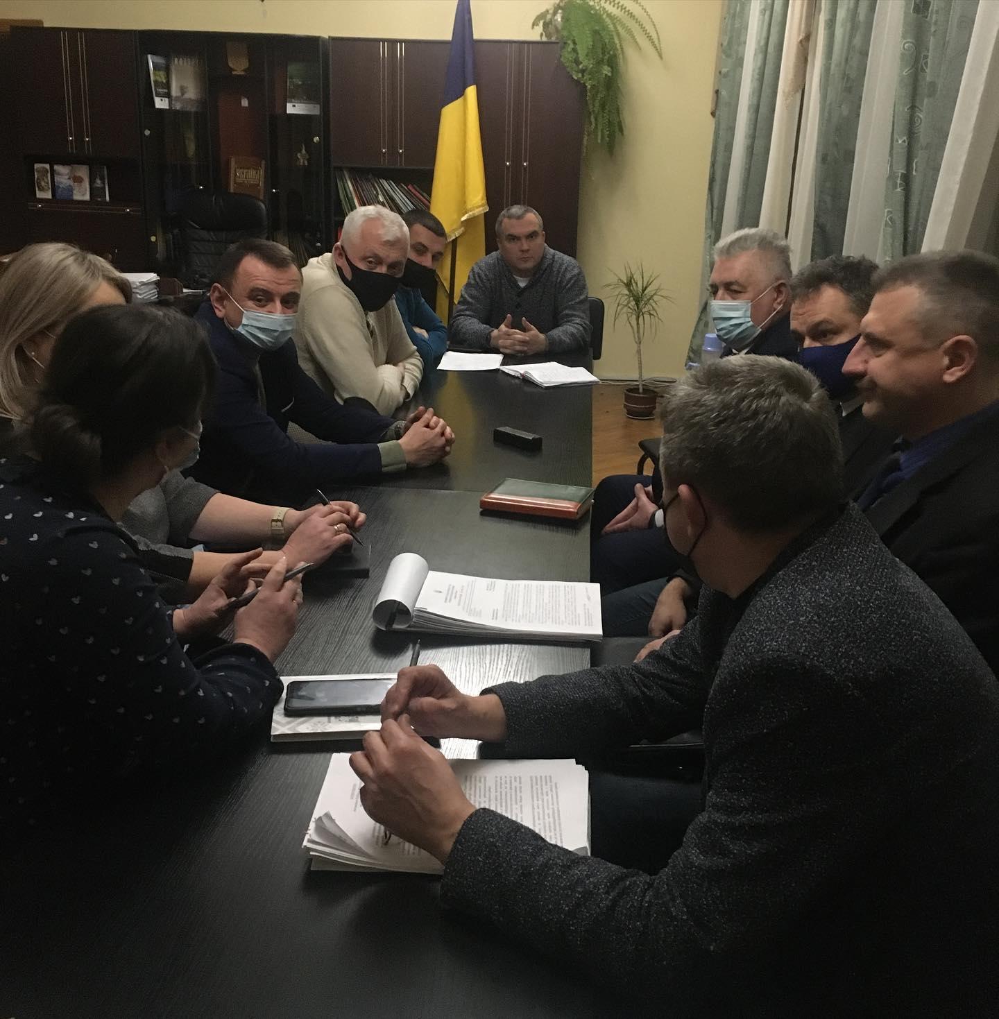Передали, але не все – у Червоноградському районі триває процес передачі об'єктів власності та майна району у власність громад