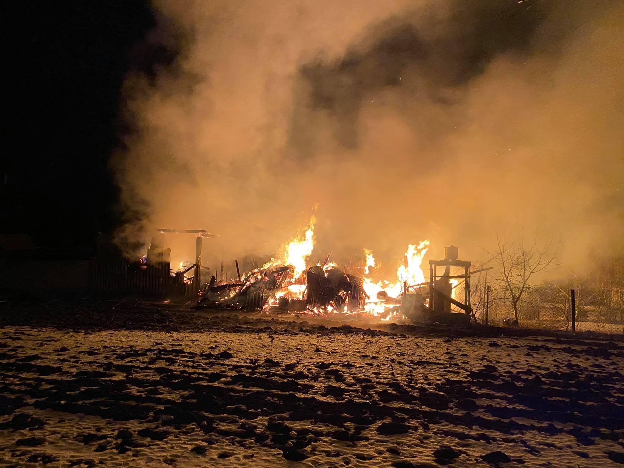 Пожежа на Червоноградщині: згоріло все – пшениця, дрова, брекет