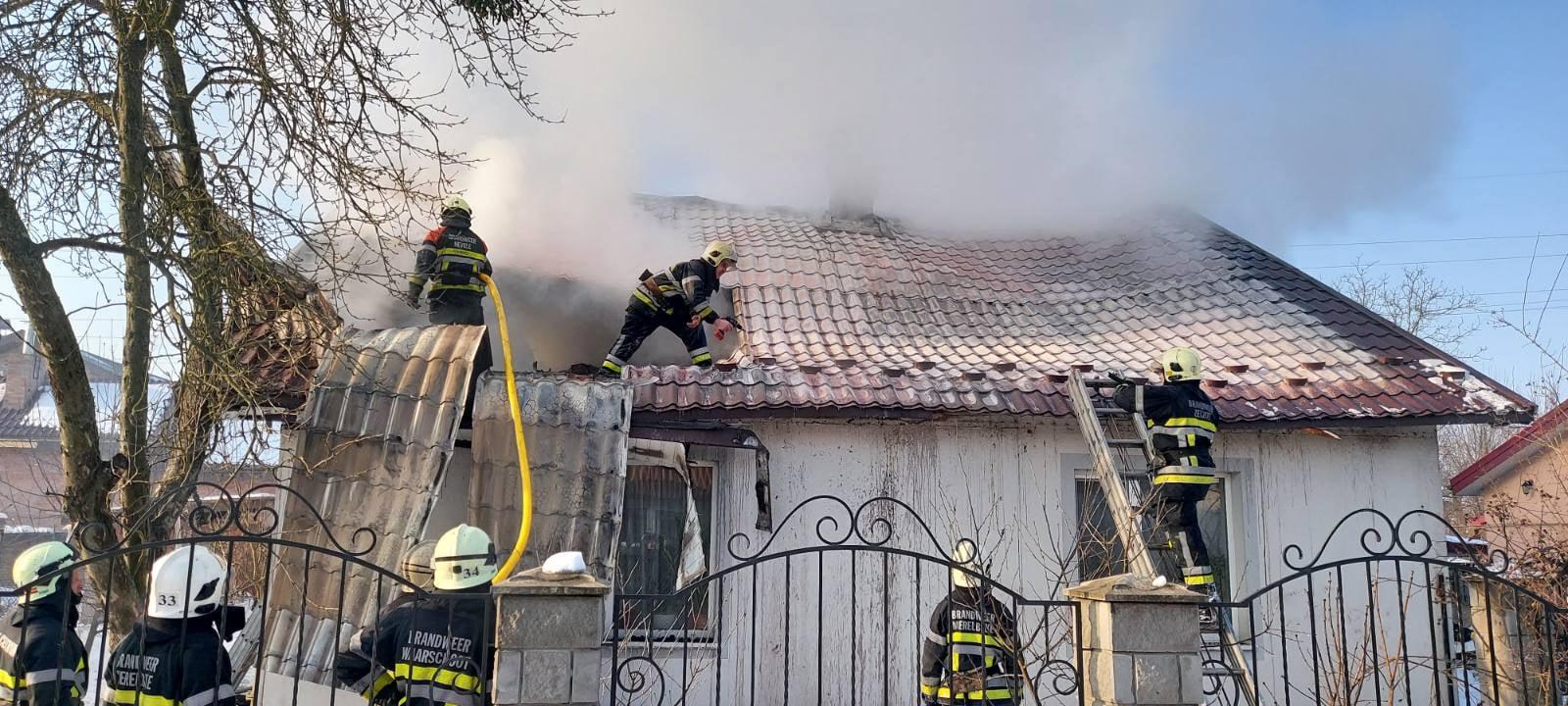 В Червонограді під час пожежі в житловому будинку вогнеборці врятували чоловіка
