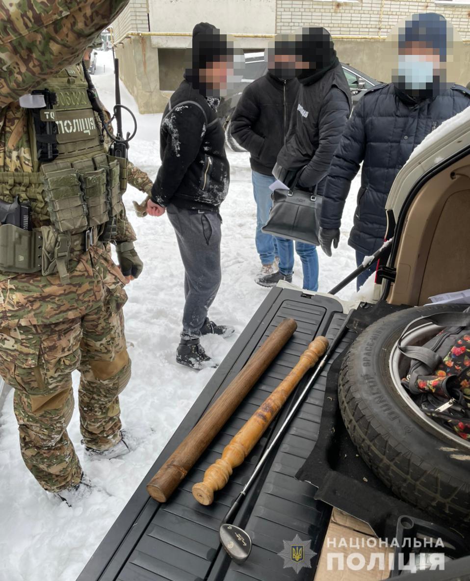 Злочинне угруповання на чолі зі «смотрящим» за Червоноградським районом викрадало людей з метою викупу за них