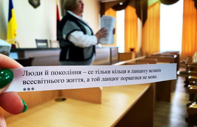 """А що ви знаєте про Лесю Українку? Червоноградські посадовці склали """"іспит"""" на знання біографії поетеси"""