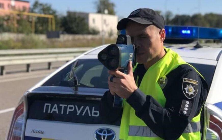 В яких випадках поліцейський може зупинити ваше авто?