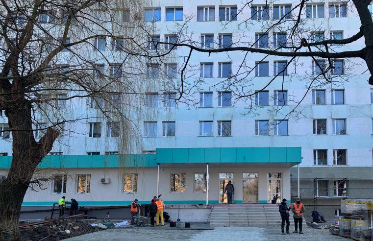 З обласного бюджету виділять додаткові кошти для завершення реконструкції приймального відділення Червоноградської лікарні