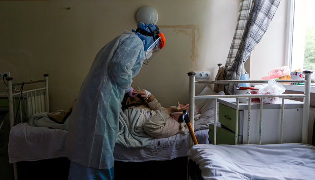 Кількість госпіталізованих з коронавірусом в  стаціонар Сокальської ЦРЛ зросла до 50 людей. Вірус став агресивнішим і мутує