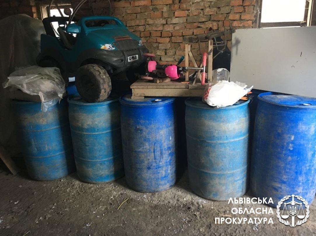 На Львівщині викрили виробництво фальсифікованого алкоголю: вилучено понад 4 тонни спирту