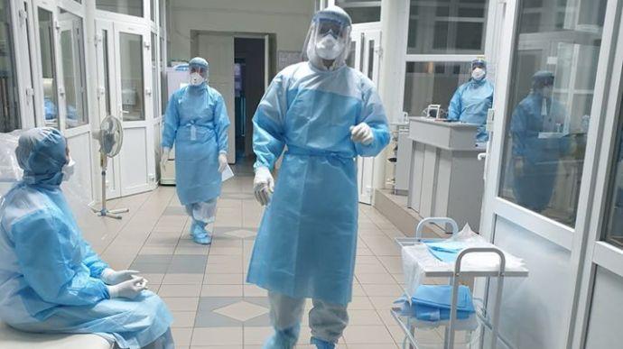 Від суботи, 6 березня, почуть вакцинацію від COVID-19 у Червоноградському районі