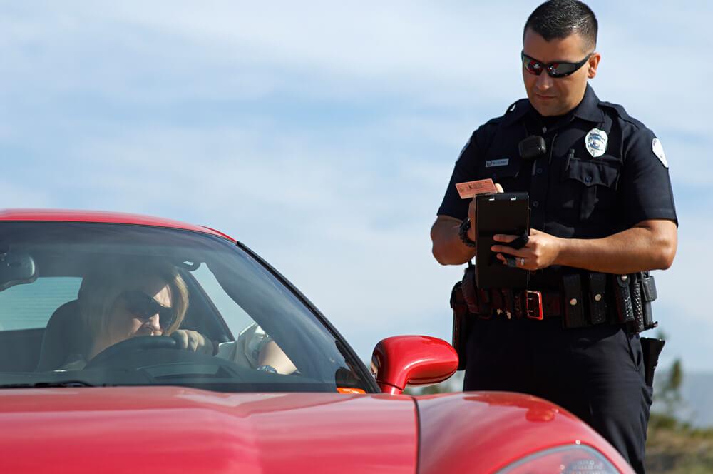 Вас зупинив поліцейський – ваші дії?