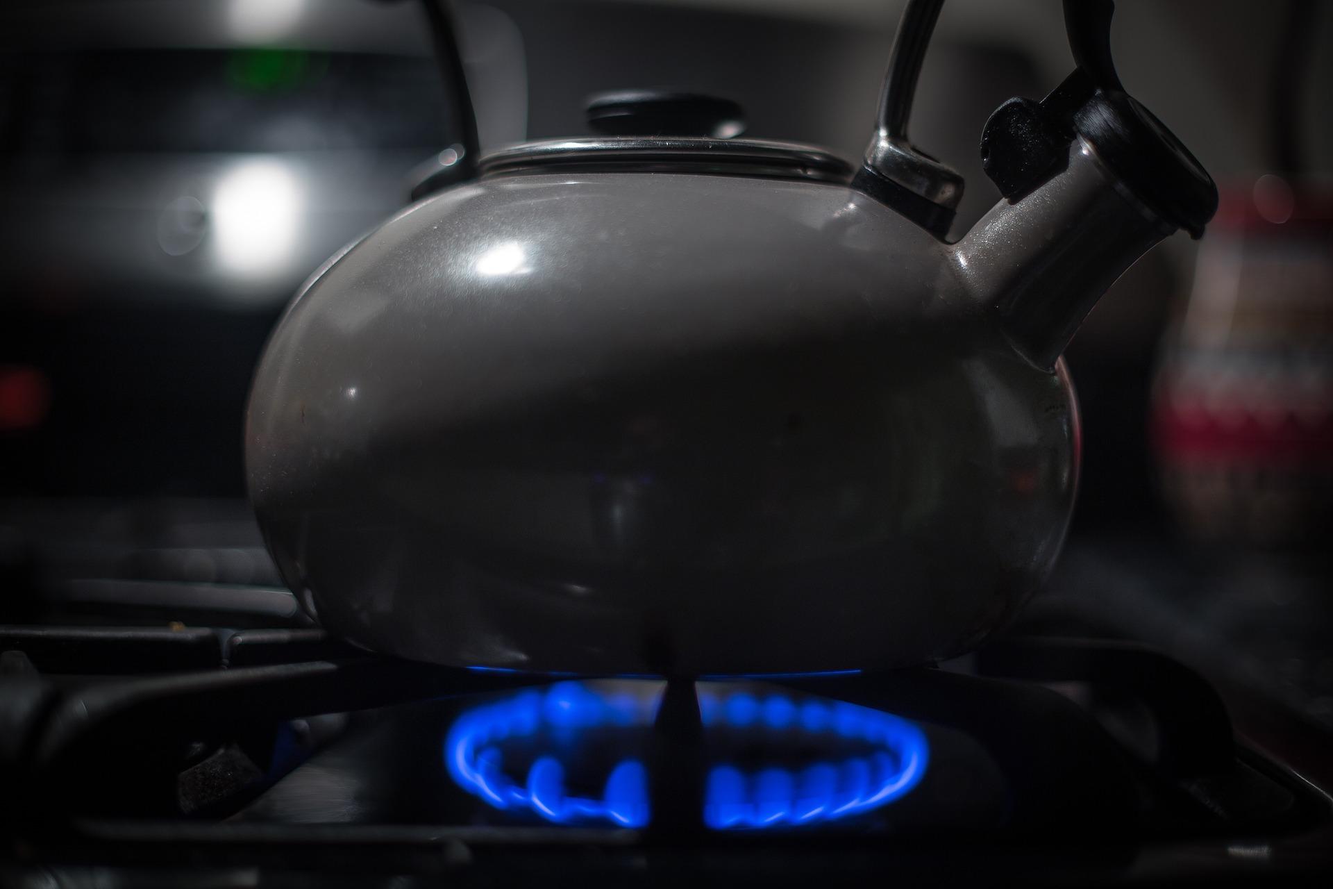 По 7,99 грн за куб газу платитимемо до травня 2022 року. Які річні ціни оприлюднили постачальники газу?