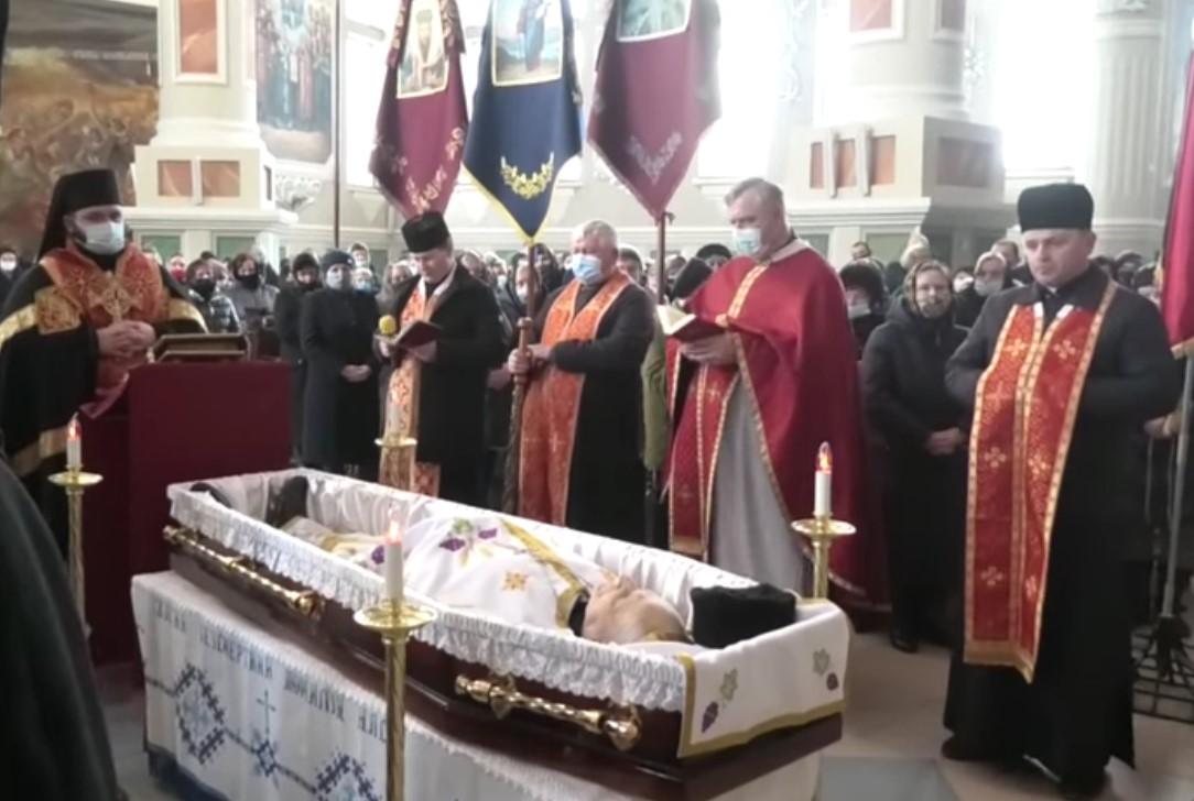 На 91-му році життя відійшов у вічність всечесніший отець протоієрей Дмитро Дмитраш  церкви святого Йосафата, що у Червонограді