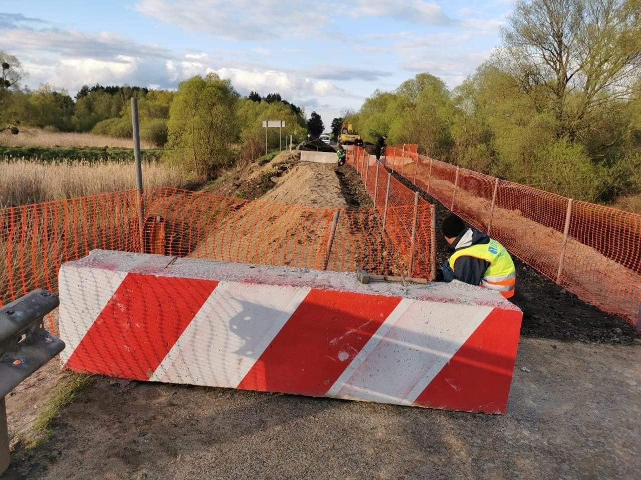 Проїзд маршруток через обвалений міст у селі Гайок відновлено