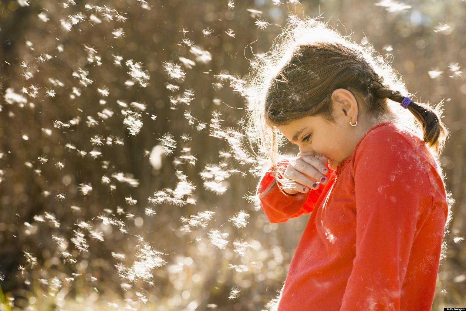 Що таке сезонна алергія та чому її прояви найчастіше спостерігаються у період цвітіння?