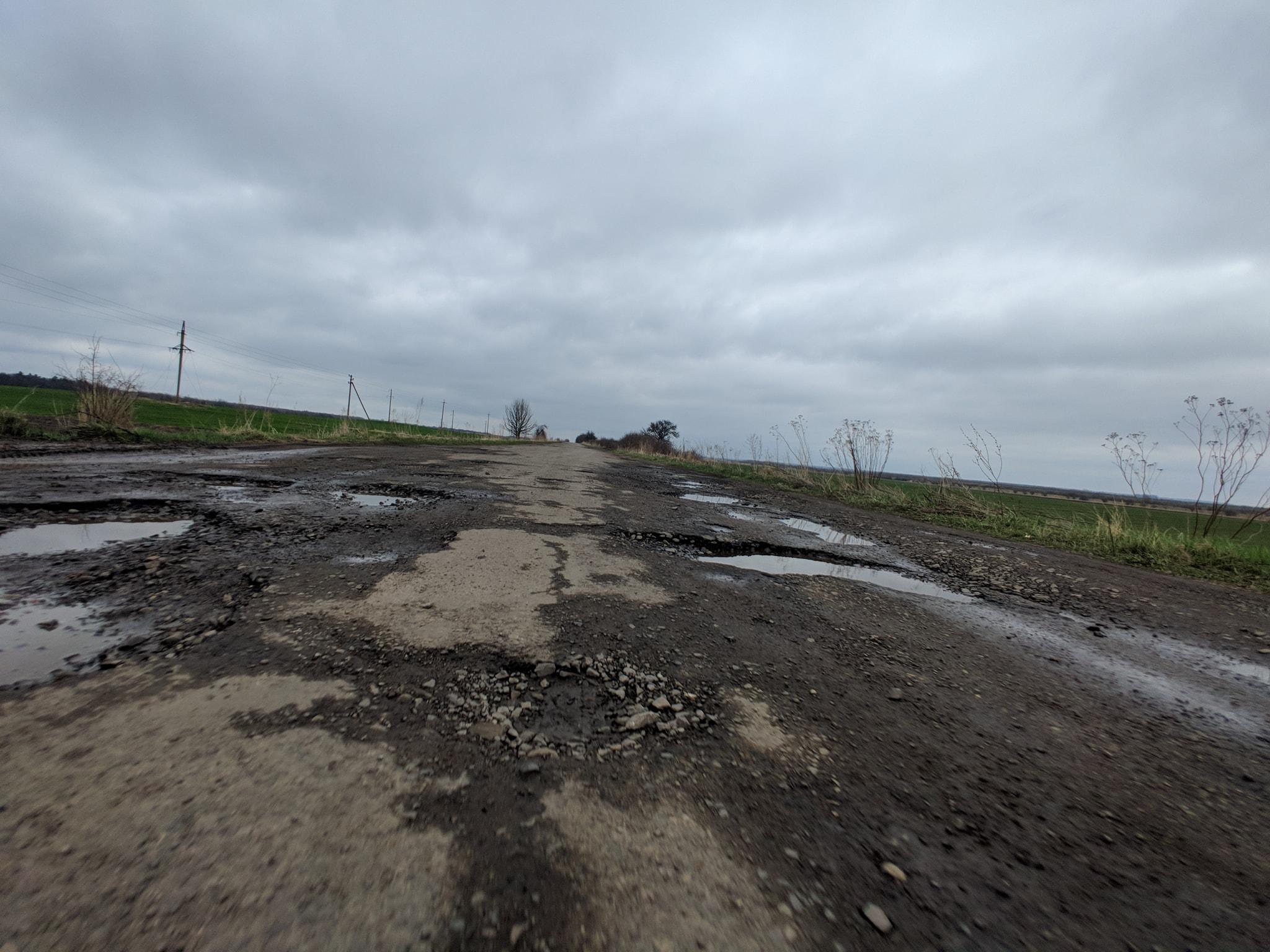 Жителі Белзької громади готові до перекриття доріг міжнародного значення та інших акцій протесту, якщо не почнуть ремонтувати дорогу Червоноград-Белз-Рава-Руська