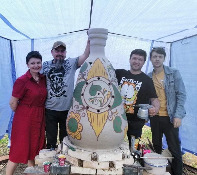Майже півтора метра! Під час фестивалю «Горна державності» в Червонограді гончарі випалять величезну баньку сокальську