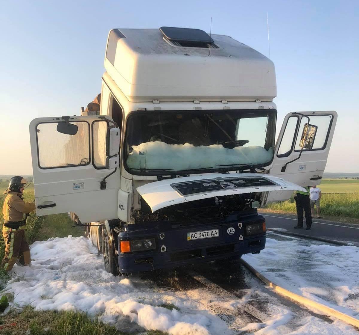 Червоноградський район: вогонь ледь не знищив вантажний автомобіль «MAN»