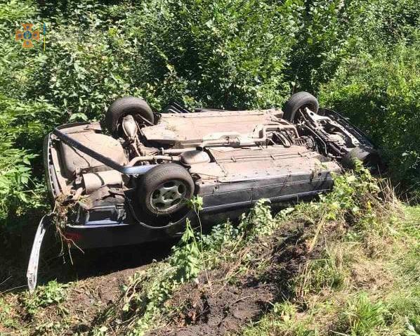 Не впорався з керуванням, з'їхав у кювет та перевернувся – біля села Бендюга сталася аварія