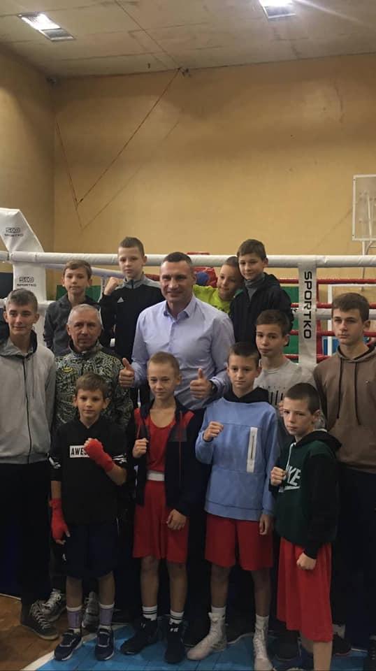 Боксери Червоноградської ДЮСШ №2 завоювали призові місця у юнацькому турнірі, що проходив 21 вересня у Дрогобичі, та зустрілись з Віталієм Кличком
