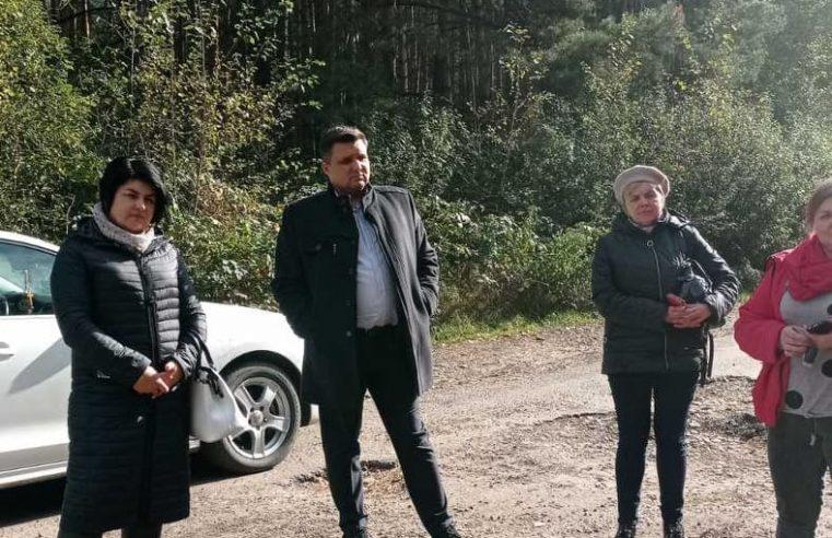 «Нас дістало»: мешканці села Хлівчани вимагають відремонтувати дорогу